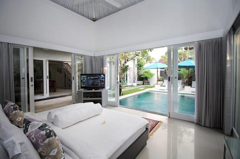 Villa Alun Bedroom with Pool View | Batubelig, Bali