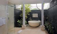 Villa Alun Bathtub | Batubelig, Bali