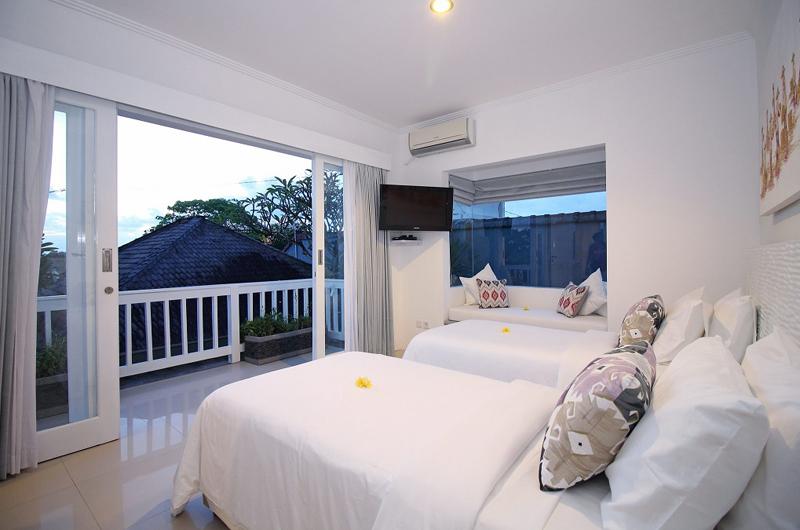 Villa Alun Bedroom with Twin Beds | Batubelig, Bali