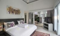 Villa Alun Bedroom with TV | Batubelig, Bali