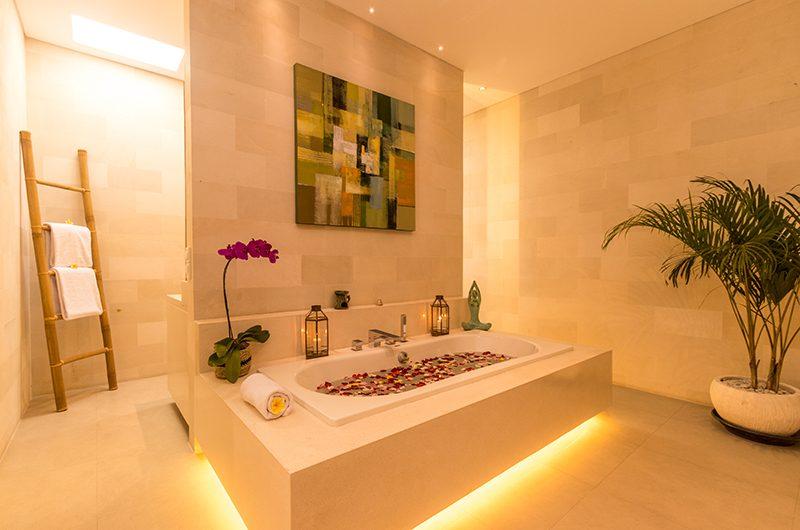 Villa Seriska Jimbaran Bathtub with Rose Petals | Jimbaran, Bali