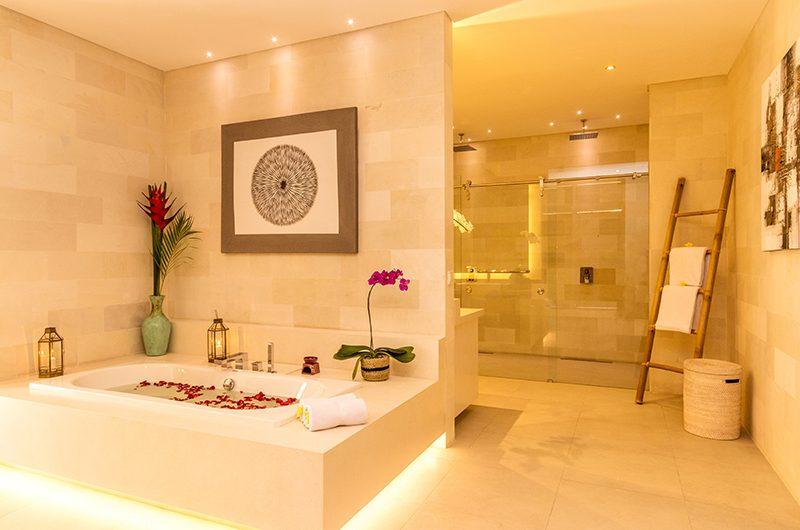 Villa Seriska Jimbaran Bathroom with Bathtub | Jimbaran, Bali