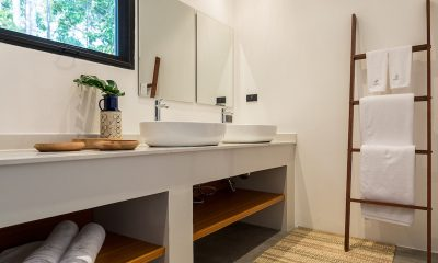 Villa Thansamaay His and Hers Bathroom | Laem Sor, Koh Samui