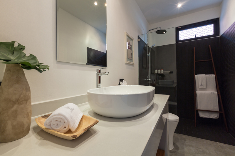 Villa Thansamaay Spacious Bathroom with Shower | Laem Sor, Koh Samui