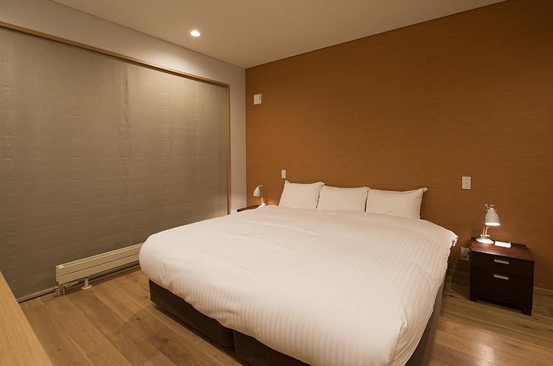Kazahana Bedroom with Table Lamps | Hirafu, Niseko