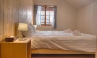 Kisetsu Bedroom with Table Lamp | Hirafu Izumikyo 1, Niseko