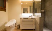 Koho Bathroom | Hirafu, Niseko