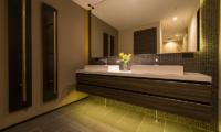 Setsu-in Bathroom with Mirror | Hanazono, Niseko