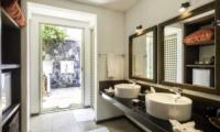 Elysium En-suite His and Hers Bathroom | Galle, Sri Lanka