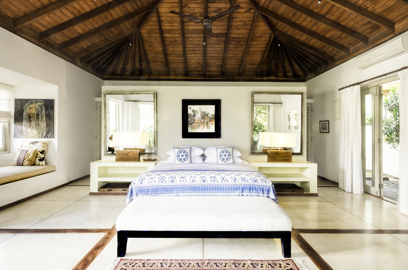 Elysium Spacious Bedroom with Table Lamps | Galle, Sri Lanka