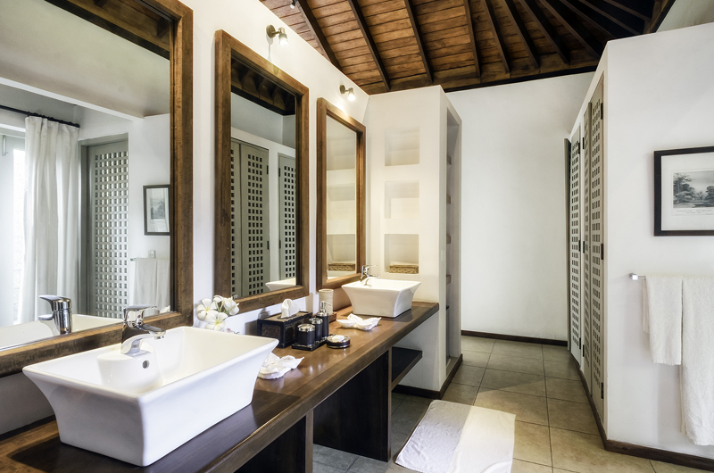 Elysium His and Hers Bathroom | Galle, Sri Lanka