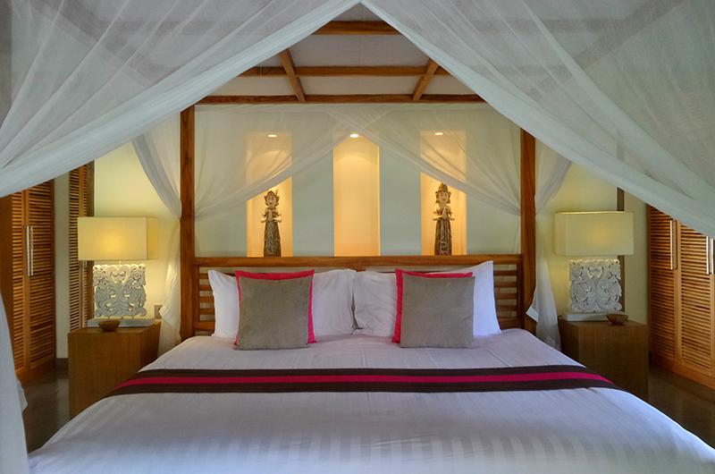 Villa Bamboo Bedroom with Lamp | Ubud, Bali