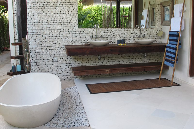 Villa Samudera Bathtub | Nusa Lembongan, Bali