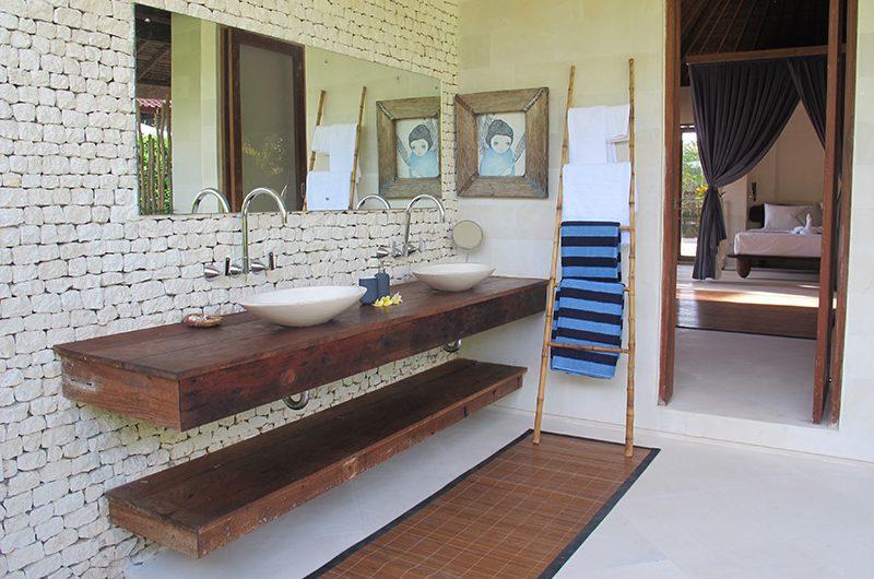 Villa Samudera Bathroom Area | Nusa Lembongan, Bali