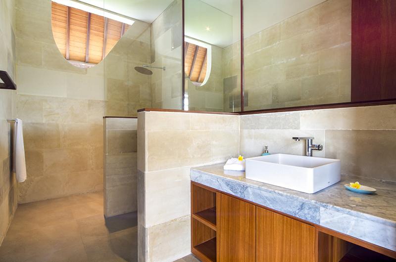 Villa Summer Bathroom Shower   Petitenget, Bali