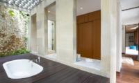 Villa Summer Bathroom   Petitenget, Bali