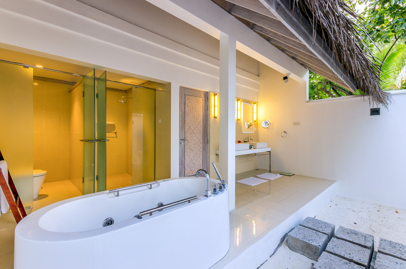 Amaya Kuda Rah Beach Suite Bathtub | South Ari Atoll, Maldives