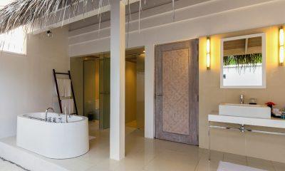 Amaya Kuda Rah Family Duplex Beach Villa Open Plan Bathroom | South Ari Atoll, Maldives