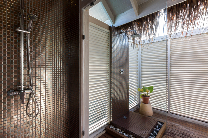 Amaya Kuda Rah Presidential Suite Showers | South Ari Atoll, Maldives