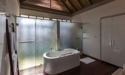 Amaya Kuda Rah Water Villa Bathtub | South Ari Atoll, Maldives