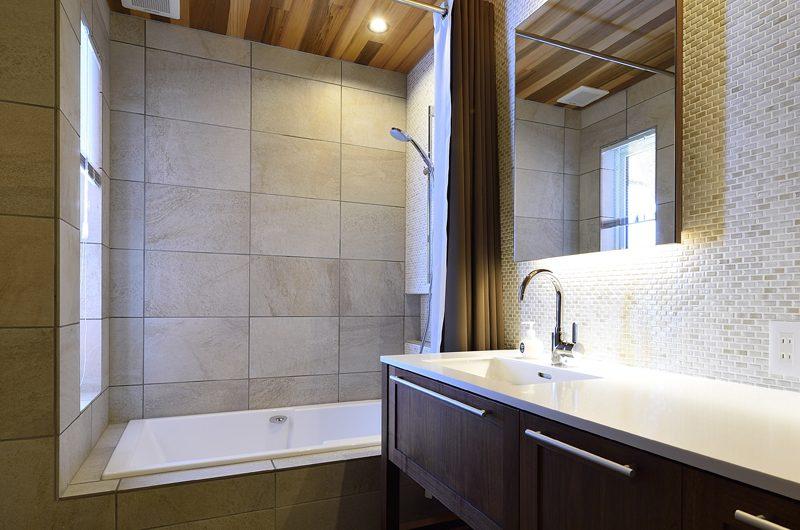 Kokoro Bathroom with Shower | Hirafu, Niseko