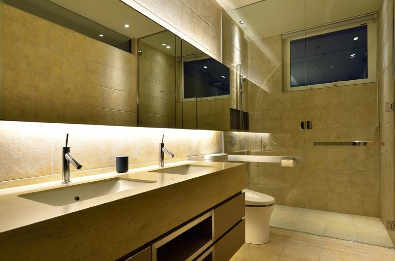 Mukashi Mukashi Bathroom Area | Hirafu, NIseko