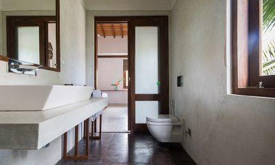Skinny Beach House Bathroom | Talpe, Sri Lanka