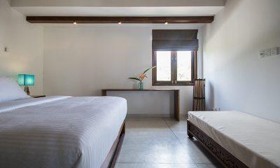 Skinny Beach House Bedroom with Seating | Talpe, Sri Lanka