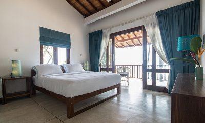 Skinny Beach House Bedroom with Balcony | Talpe, Sri Lanka