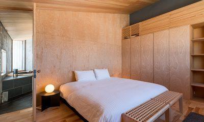Foxwood Bedroom with Lamp | Hirafu, Niseko