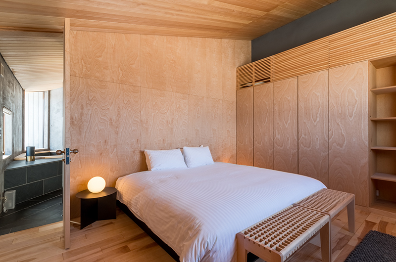 Foxwood Bedroom with Lamp | Hirafu, Niseko