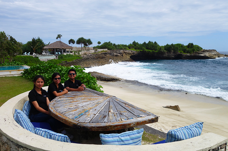 Nusa Lembongan Beach Shack Table