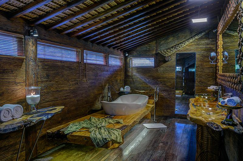 Permata Ayung Kudus Joglo House Bathtub | Ubud, Bali