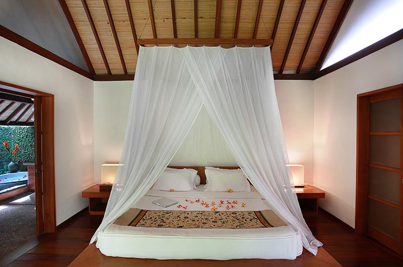 Villa Sin Sin Bedroom with Enclosed Bathroom   Kerobokan, Bali