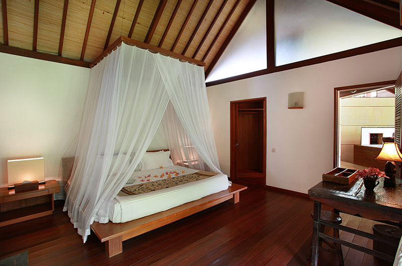Villa Sin Sin Bedroom with Study Table   Kerobokan, Bali