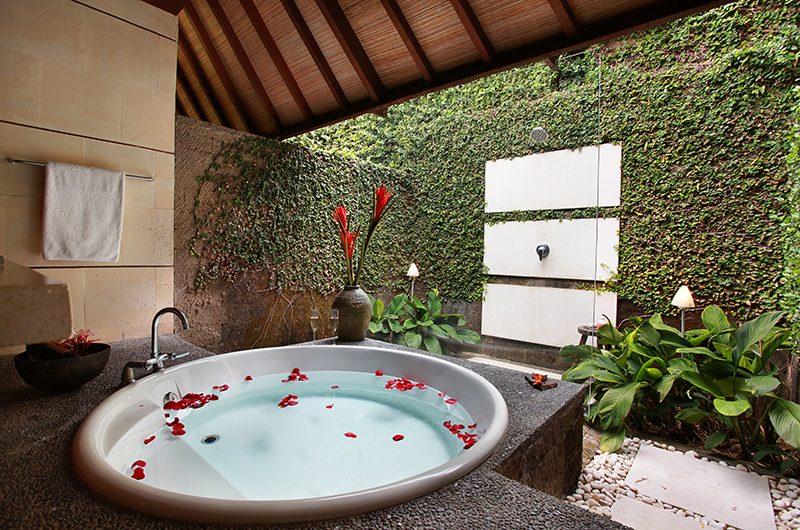 Villa Sin Sin Bath Tub   Kerobokan, Bali