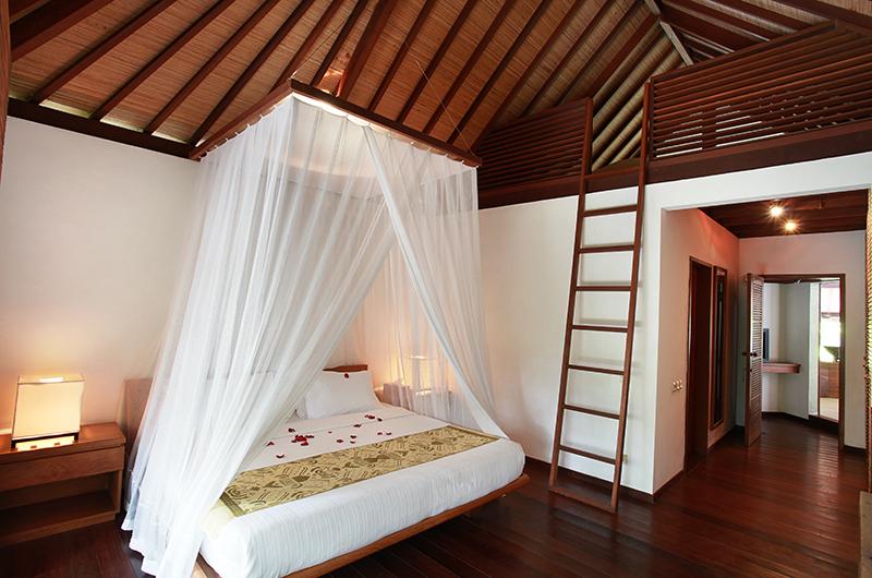 Villa Sin Sin Bedroom with Lamps   Kerobokan, Bali