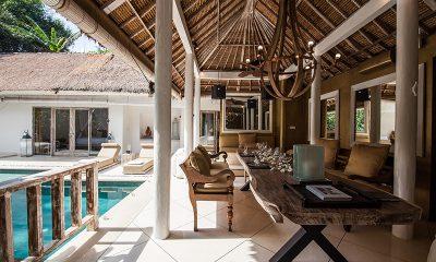 Villa Sungai Bali Villa Gold Dining Table | Tabanan, Bali
