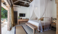 Villa Sungai Bali Villa Gold Bedroom with Lamps | Tabanan, Bali