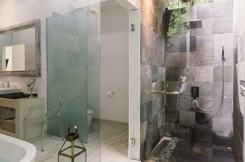 Villa Sungai Bali Villa Gold Bathroom with Shower | Tabanan, Bali