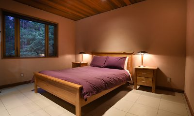 Powderhouse Bedroom with Lamps | Hakuba, Nagano