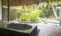 Soneva Fushi Villa 42 Bathtub | Baa Atoll, Maldives