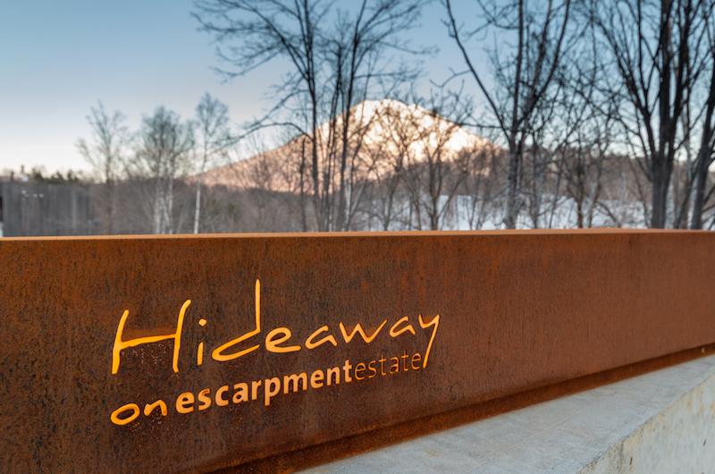Niseko Hideaway Escarpment Sign