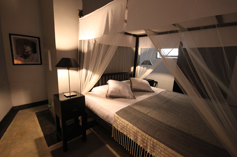 The Well House Bedroom with Lamps | Galle, Sri Lanka