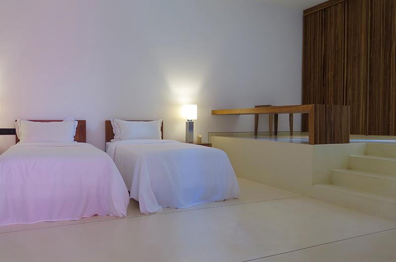 Villa Wambatu Twin Bedroom with Study Table | Galle, Sri Lanka