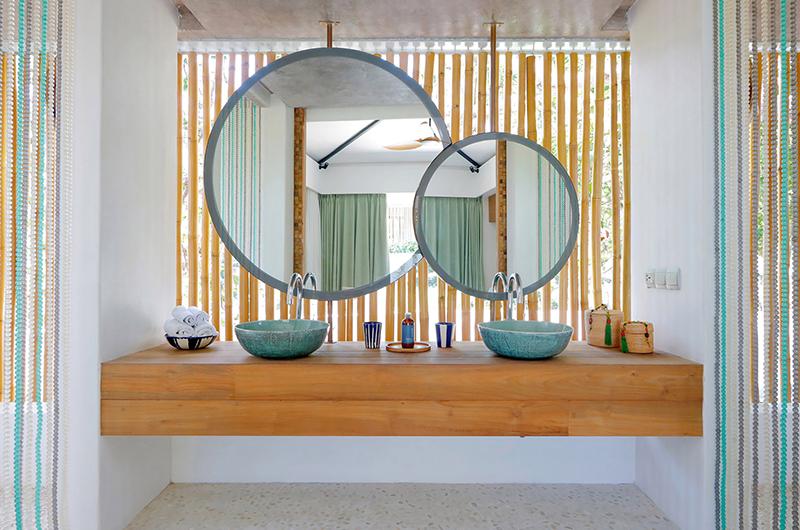 Villa Seascape Bathroom Mirror | Nusa Lembongan, Bali