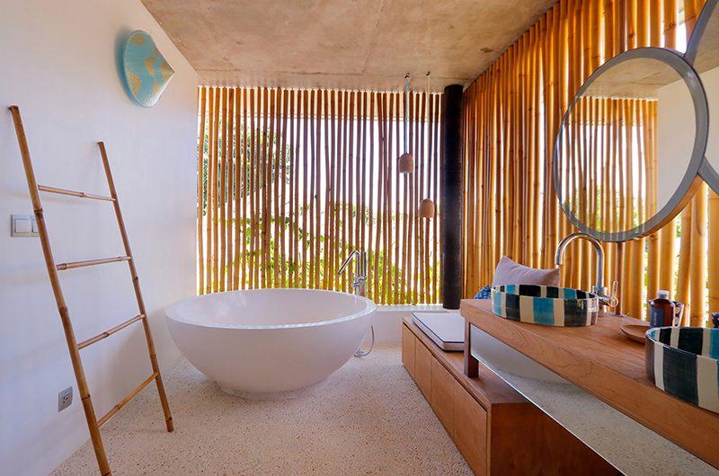 Villa Seascape Bathroom | Nusa Lembongan, Bali