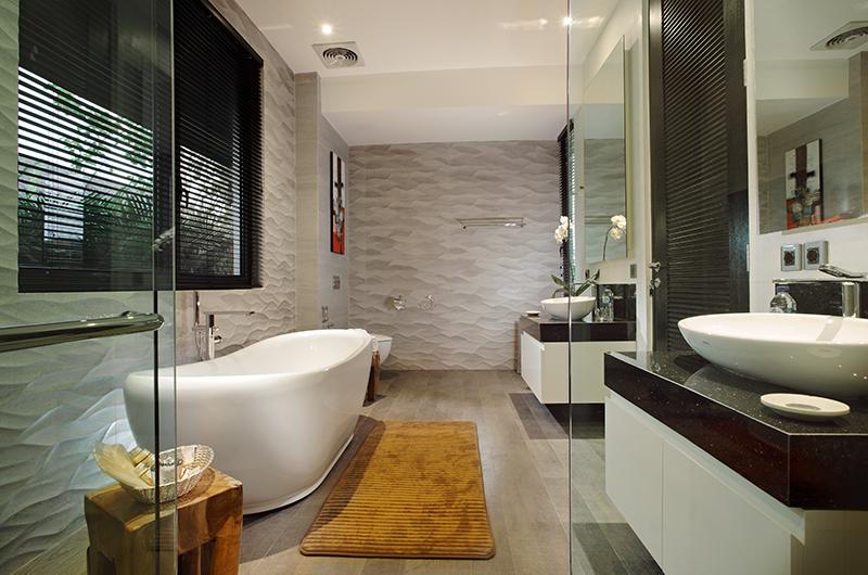Villa Balimu Bathroom with Bathtub | Seminyak, Bali