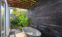 Villa Ohana Bathroom One with Bathtub | Kerobokan, Bali