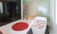 Villa Sangkachai Bathtub | Choeng Mon, Koh Samui